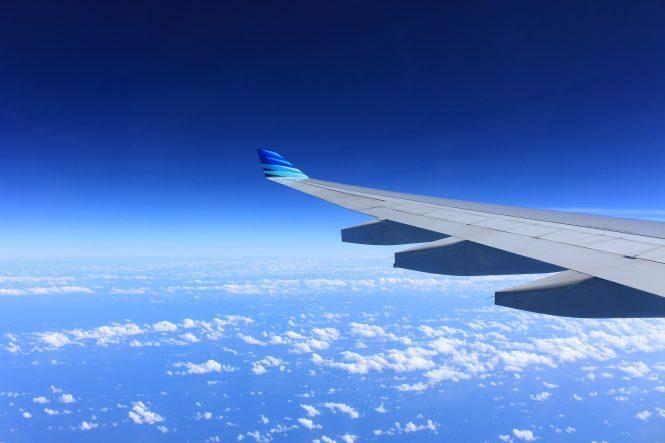 vliegtuigen over strand aruba